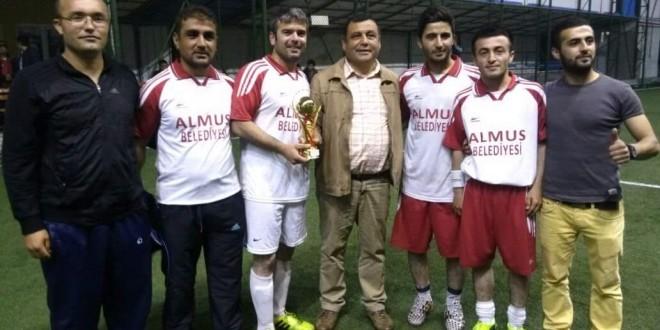 Kaymakamlık Futbol Turnuvası Üçüncüsü Almus Belediyesi Futbol Takımı